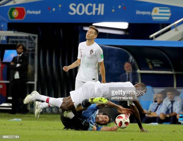 Fußball Football World Cup Uruguay vs Portugal at the Fisht Stadium Edinson Cavani of Uruguay and William Carvalho of Portugal vie for the ball with...