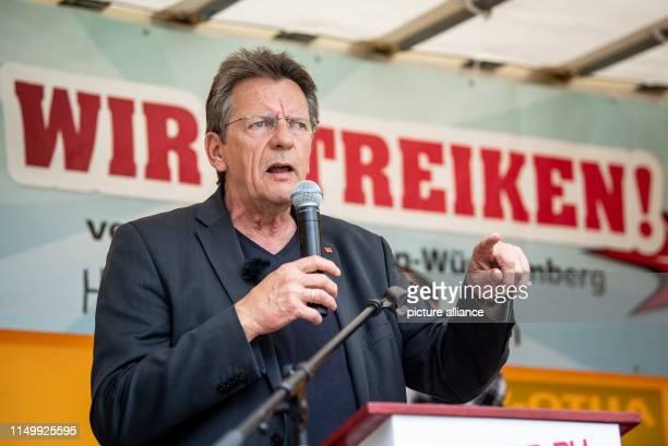14 June 2019 BadenWuerttemberg Neckarsulm Bernhard Franke Head of the BadenWürttemberg Trade Department at Verdi speaks to the employees at...