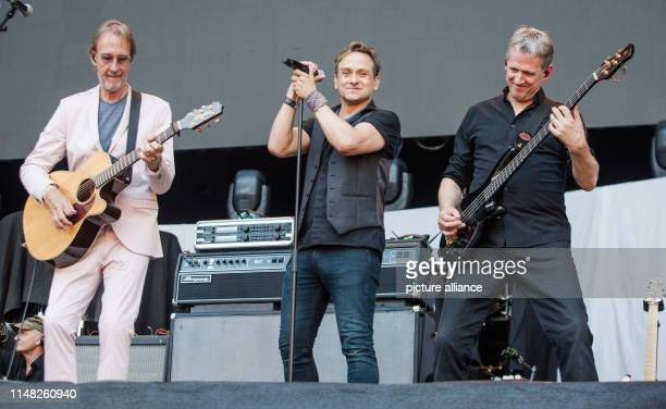 June 2019, Baden-Wuerttemberg, Stuttgart: The band Mike & the Mechanics will perform at the Mercedes-Benz Arena as supporting band for singer Phil...