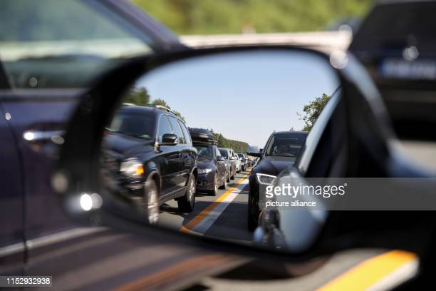 Vehicles are stuck in traffic jams due to an accident at high summer temperatures on the federal highway A9 Photo Daniel Karmann/dpa