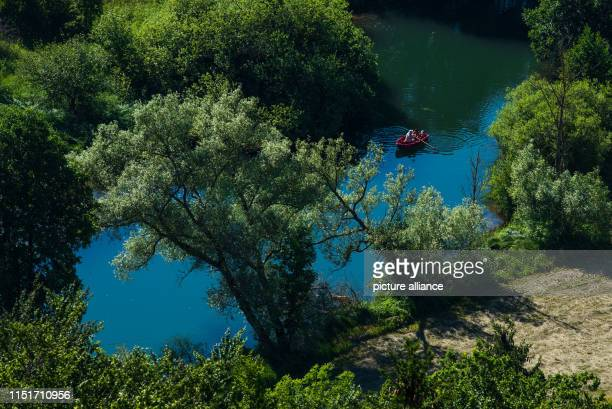 Row along the Wiesent in a small boat Photo Nicolas Armer/dpa