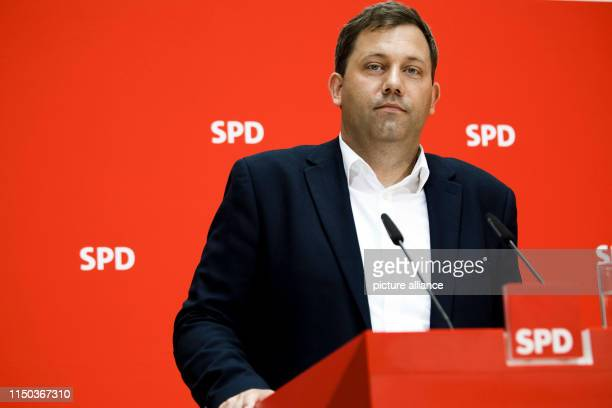 Lars Klingbeil, SPD Secretary General, takes part in a press conference after SPD committee meetings in the Willy Brandt House, the seat of the SPD....