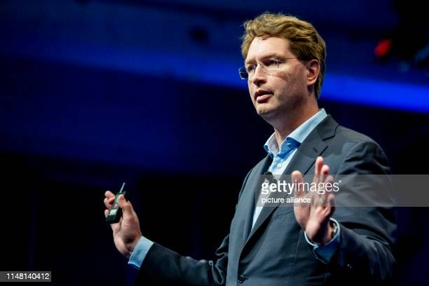 Ola Källenius Chairman of the Board of Management of Daimler AG speaks at the beBETA journalism in progress congress of the Federal Association of...