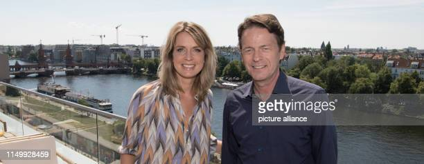 """The presenters Jessy Wellmer and Rudi Cerne are at a press conference for the sports event """"The Finals - Berlin 2019"""" on a terrace on the Spree. ARD..."""