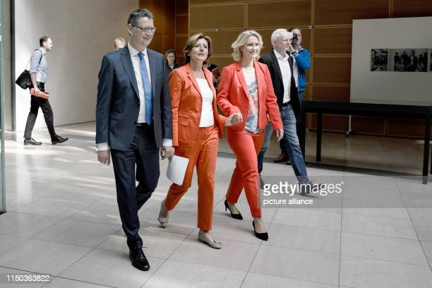 The three interim chairmen of the SPD - Thorsten Schäfer-Gümbel , chairman of the SPD state parliamentary group in Hesse, Malu Dreyer, prime minister...