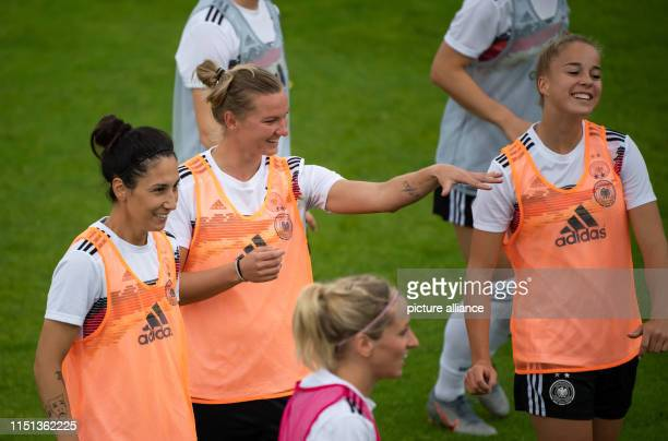 Football women World Cup national team Germany final training Alexandra Popp stands next to Sara Doorsoun and Giulia Gwinn during training Popp could...