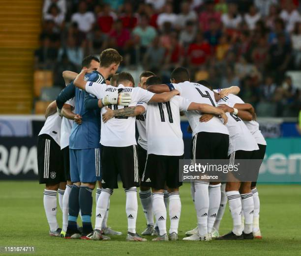 Soccer U21 men Germany Austria European Championship preliminary round Group B The German team is standing together before the kickoff Photo Cezaro...