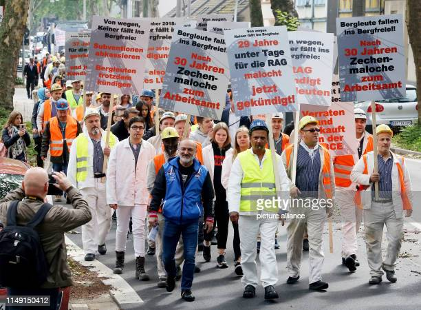 11 June 2019 North RhineWestphalia Bottrop Former miners of ProsperHaniel colliery and their families demonstrate in a train to the Federal...