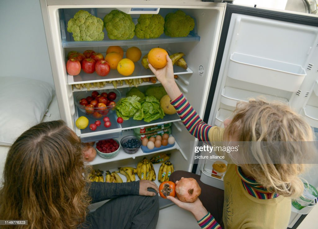 """""""Containers instead of shopping"""" : News Photo"""