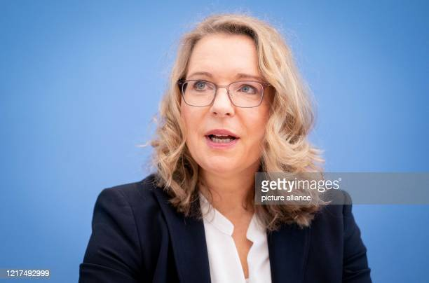 """Claudia Kemfert, German Institute for Economic Research , presents the Greenpeace study """"Green economic stimulus packages create over 360,000 new..."""