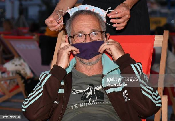 """Director Dani Levy comes to the Arte Sommerkino Kulturforum with a mask as mouth and nose protection for the open-air premiere of """"The Kangaroo..."""