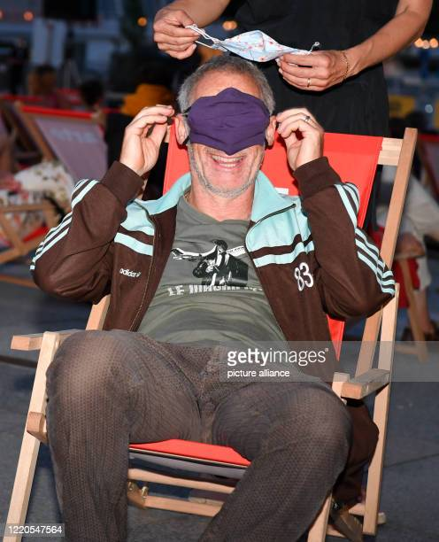 """Director Dani Levy comes to the Arte Sommerkino Kulturforum with a mask as mouth and nose protection for the open-air premiere """"The Kangaroo..."""
