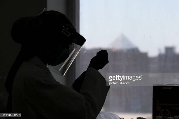 June 2020, Egypt, Giza: An employee of Egyptian pharmaceutical company Eva Pharma works on the production line of Remdesivir, a broad-spectrum...