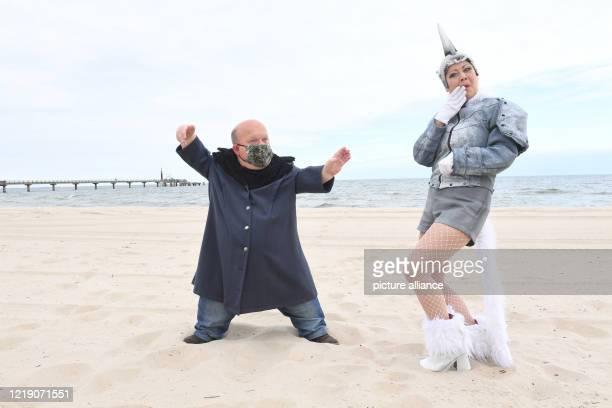 June 2020, Mecklenburg-Western Pomerania, Zinnowitz: Erwin Bröderbauer as Consul Warin and Anna Jamborsky as Unicorn Fabella rehearse a scene from a...