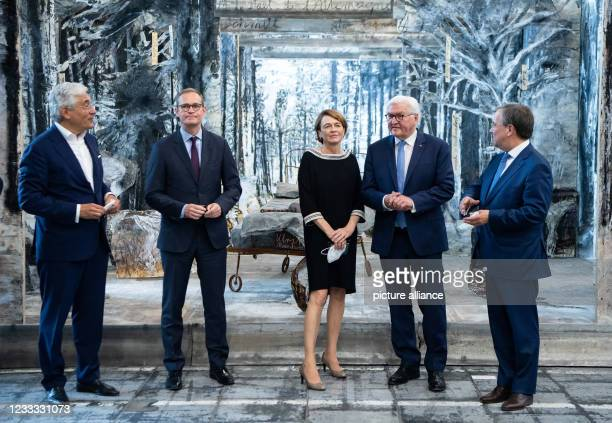 """Federal President Frank-Walter Steinmeier and his wife Elke Büdenbender are guided through the exhibition """"Diversity United"""" by Walter Smerling ,..."""