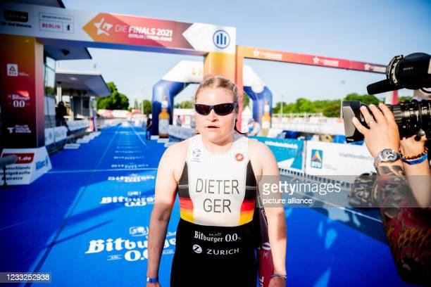 Para-Triathlon: German Championship, Olympiapark Berlin, Super Sprint Distance, Mixed Relay: Lena Dieter finishes first. Photo: Christoph Soeder/dpa