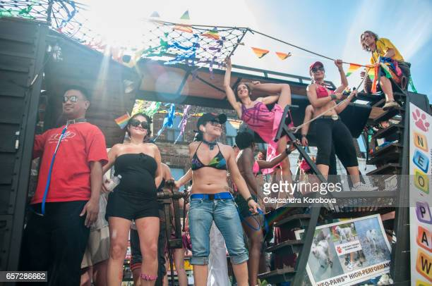 june 29, 2014, toronto, canada. performers dressed in colorful rainbow clothing, standing on parade float with water droplets in the air. supporting marriage equality and lgbt rights. - istock photos et images de collection