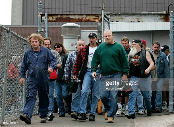 June 3 2008 Workers at General Motors Truck Plant in Oshawa prepare to leave following their shift Tuesday afternoon June 3 2008 GM announced today...
