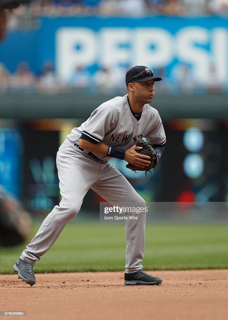 New York Yankees Shortstop Derek Jeter 2 Gets In His Ready Position During The