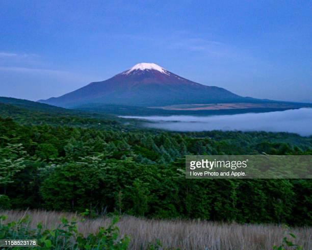 june fuji before sunrise - 山梨県 ストックフォトと画像