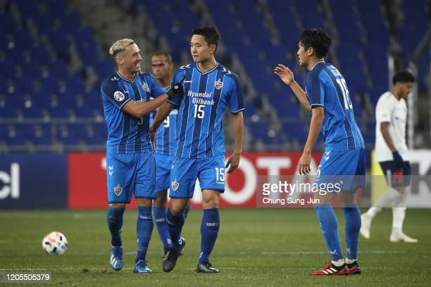 Jung Seung-Hyun of Ulsan Hyundai celebrates with teammates after scores a first goal during the AFC Champions League Group F match between Ulsan...