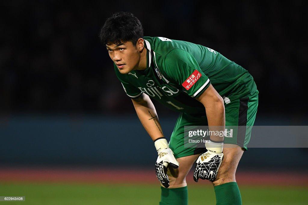Kawasaki Frontale v Urawa Red Diamonds - 96th Emperor's Cup 4th Round : News Photo