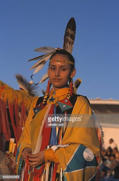 Junge Frau / Indianerin beim Pow Wow/ Traditionelles Indianer Festival inBrowning / Montana 1999
