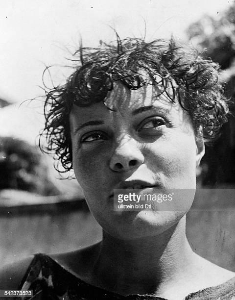 Junge Frau mit nassem Haar erschienen in Uhu 3/1931/32 Reproduktion Ullstein Atelier / Vorlage Jean Moral