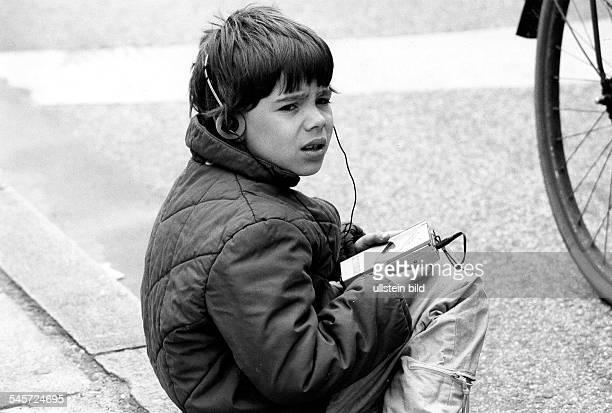 Junge mit Walkman- 1987