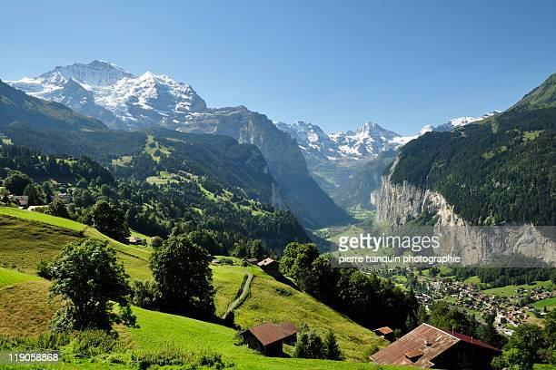 jungfrau and lauterbrunnen valley - lauterbrunnen - fotografias e filmes do acervo