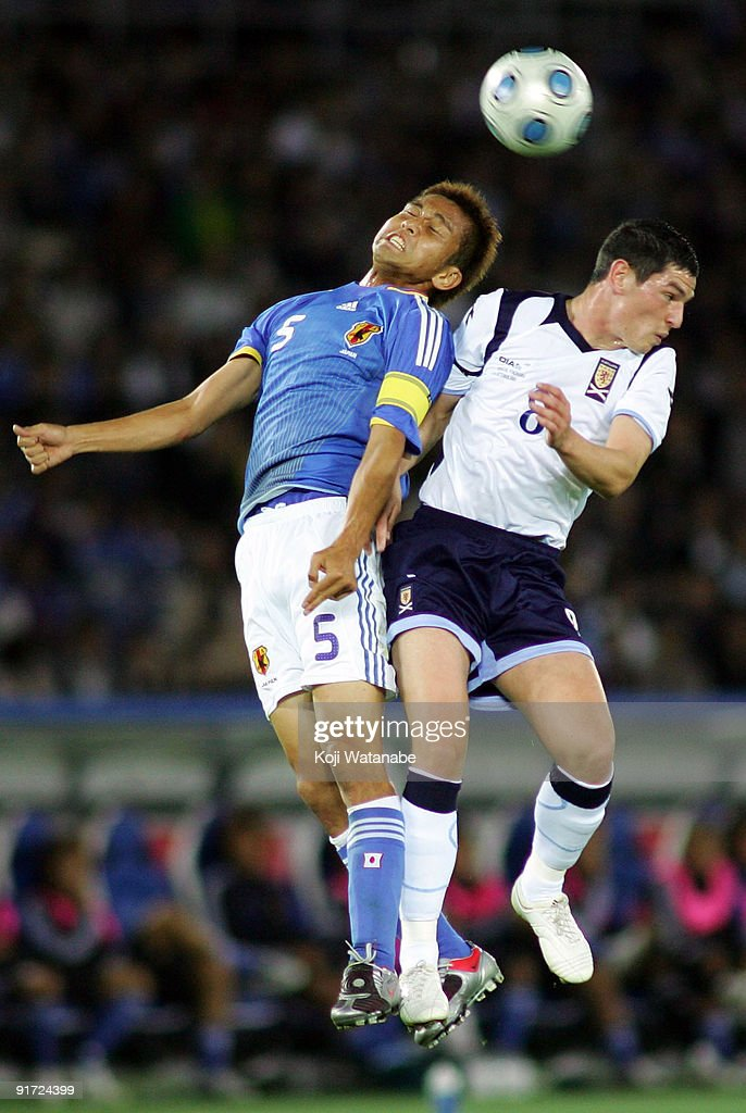 Junichi Inamoto of Japan and Graham Dorrans(#8) of Scotland compete for the ball during Kirin Challenge Cup 2009 match between Japan and Scotland at Nissan Stadium on October 10, 2009 in Yokohama, Japan.