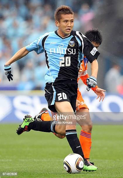 Junichi Inamoto of Kawasaki Frontale in action during the J.League match between Kawasaki Frontale and Albirex Niigata at Todoroki Stadium on March...