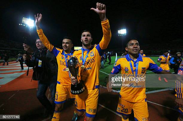 Juninho Andre Pierre Gignac and Javier Aquino of Tigres celebrate with the trophy after the final second leg match between Pumas UNAM and Tigres UANL...