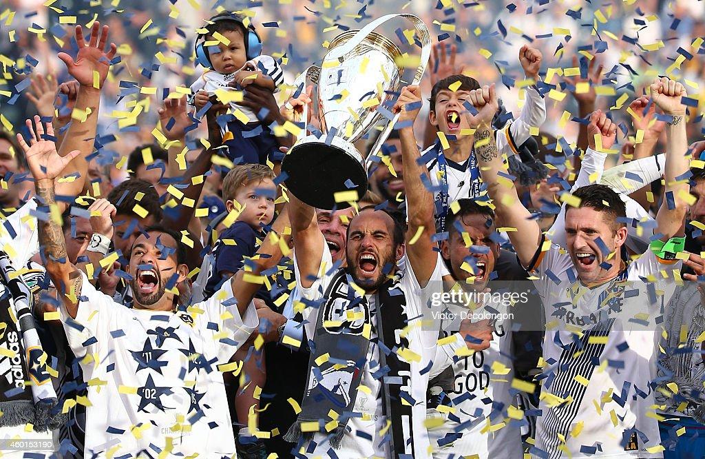 2014 MLS Cup - New England Revolution v Los Angeles Galaxy : News Photo