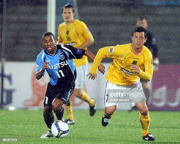 Juninho of Kawasaki Frontale and Matthew Osman of Central Coast Mariners compete for the ball during AFC Champions League Group H match between...