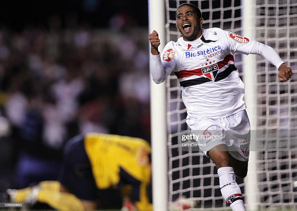 Junior Cesar of Sao Paulo celebrates a scored goal against Cruzeiro during a match as part of the Libertadores Cup 2010 on May 19, 2010 in Sao Paulo, Brazil.