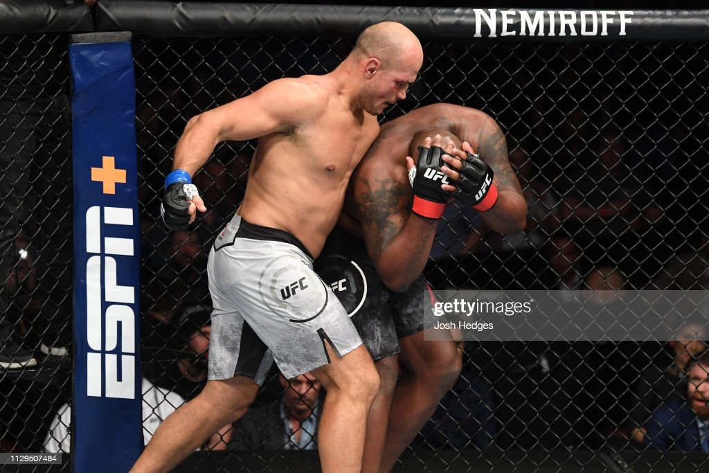 UFC Fight Night: Lewis v Dos Santos : Foto jornalística