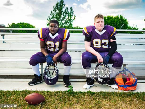 junior football players getting ready - the championship football league stock pictures, royalty-free photos & images