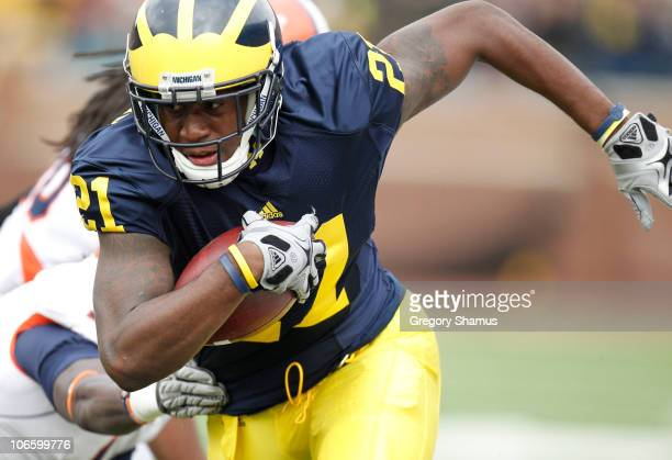 Junior Hemingway of the Michigan Wolverines runs for a second quarter touchdown after escaping the tackle of Terry Hawthorne of the Illinios Fighting...