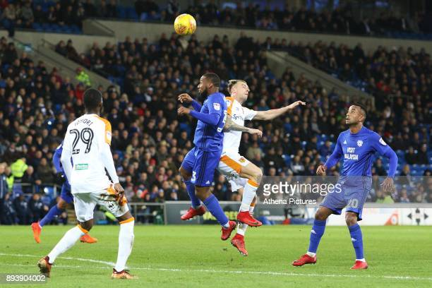 Junior Hoilett of Cardiff City contends with Kamil Grosicki of Hull City during the Sky Bet Championship match between Cardiff City and Hull City at...