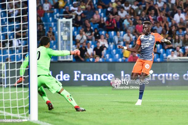 Junior Sambia of Montpellier and Walter Benitez of Nice during the Ligue 1 match between Montpellier and Nice at Stade de la Mosson on September 22...
