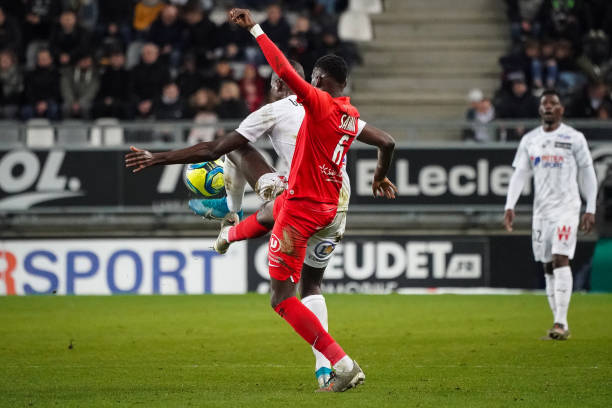 MHSC -EQUIPE DE MONTPELLIER -LIGUE1- 2019-2020 - Page 4 Junior-sambia-of-montpellier-hsc-and-serhou-guirassy-of-amiens-sc-picture-id1193194782?k=6&m=1193194782&s=612x612&w=0&h=UvdSCtSsVp6gzJPSpaubXSE2gYbc_3o0-gRr3HgZVTc=