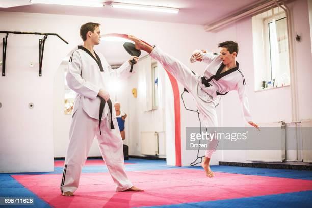 Stagiaire junior de taekwondo coups de pied touche focus