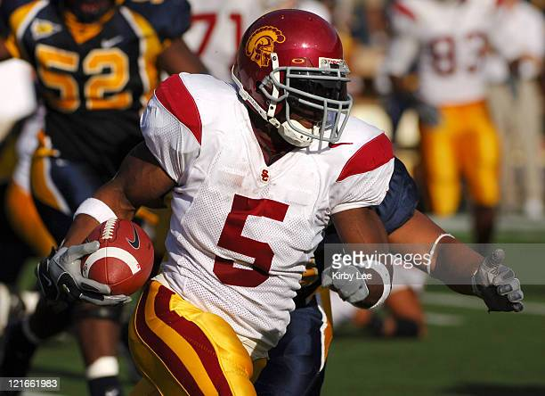 Junior tailback Reggie Bush heads up field during 35-10 victory over California for the Trojans' 32nd consecutive victory in Pacific-10 Conference...