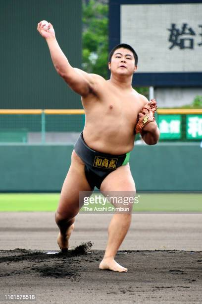 Junior World Sumo Championships Men's Open Weight champion Hidetora Hamada throws at the ceremonial first pitch during the 101st Japanese High School...