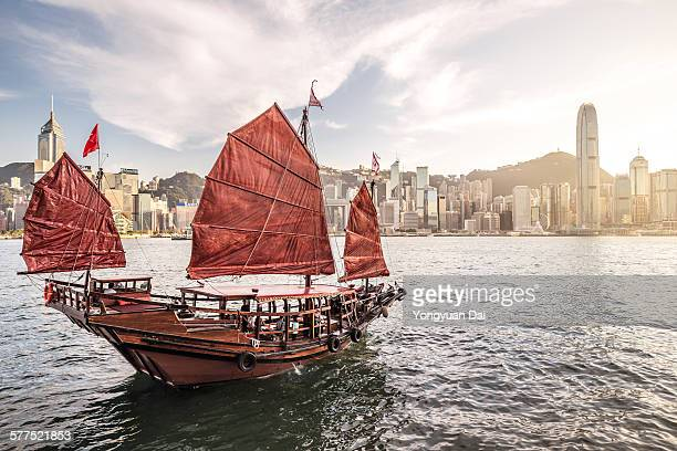 junk boat in victoria harbour - hong kong stock pictures, royalty-free photos & images