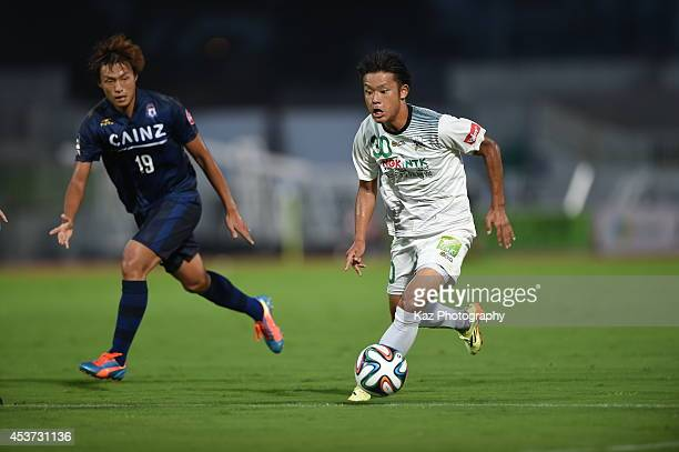 Junki Endo of FC Gifu dribbles the ball during the J League 2nd division match between Thespakusatsu Gunma and FC Gifu at Shoda Shoyu Stadium Gunma...