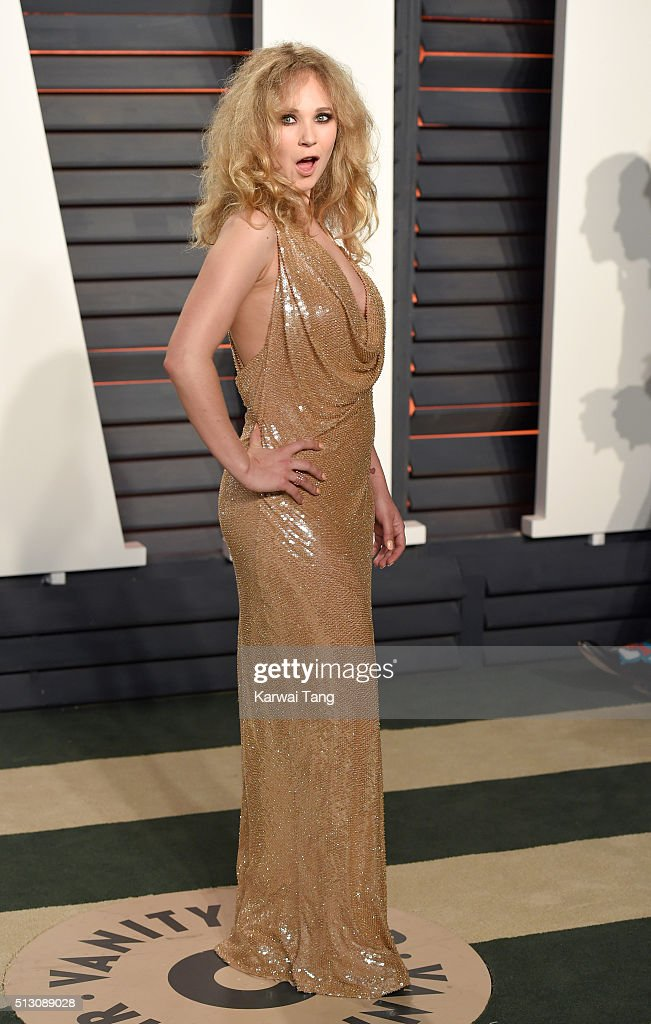 Juno Temple attends the 2016 Vanity Fair Oscar Party Hosted By Graydon Carter at Wallis Annenberg Center for the Performing Arts on February 28, 2016 in Beverly Hills, California.