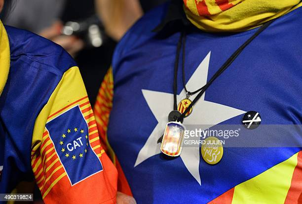 'Junts pel Si' supporters sporting pro independence tshirts and pendants gather following the closing of polling stations during Catalan regional...