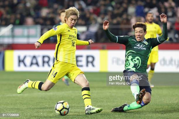 Junya Ito of Kashiwa Reysol attempts a shot during the AFC Champions League Group E match between Jeonbuk Hyundai Motors and Kashiwa Reysol at the...